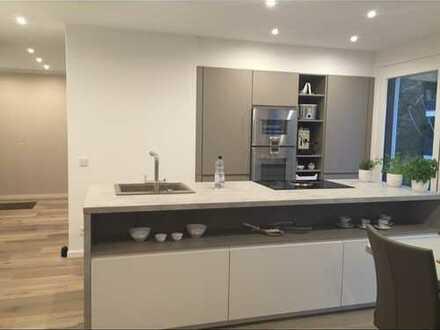 Exklusive, neuwertige 2,5-Zimmer-Wohnung mit Balkon und LEICHT-EBK in Stuttgart-Möhringen