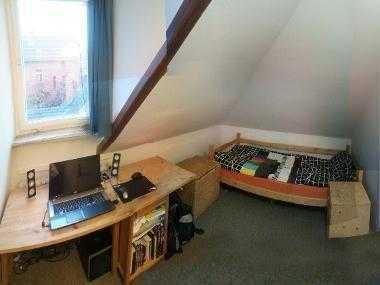 Kleines aber feines Zimmer in zentraler 3er-WG!