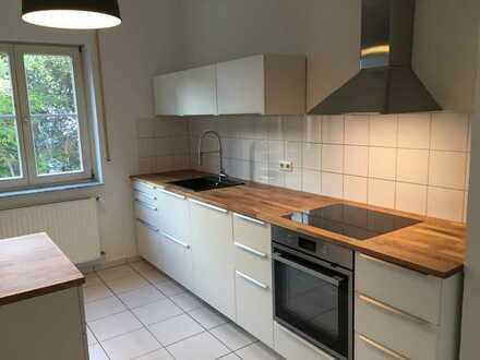 Altbauwohnung, 4 Zimmer, Balkon( und EBK zum Verkauf)