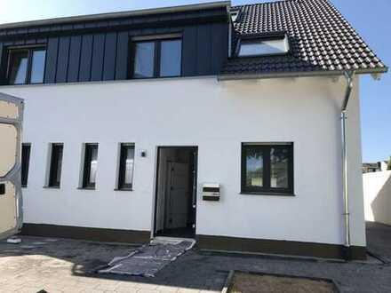 Schönes, geräumiges Haus mit vier Zimmern in Neuss (Rhein-Kreis), Grevenbroich