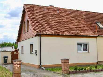 HORN IMMOBILIEN ++ Pasewalk Doppelhaushälfte mit großem Grundstück