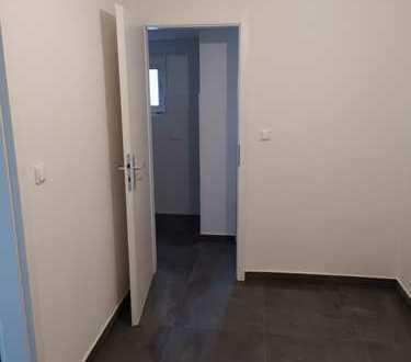 Renovierte 2. Zi. Wohnung im 2.OG, zentrale Lage