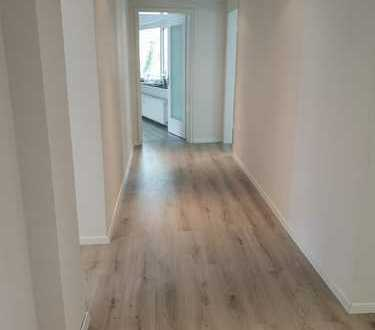 Großzügige 3 Zimmerwohnung in Rüttenscheid! Vollrenoviert und einen Monat mietfrei!