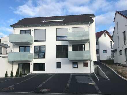 Neuwertige Wohnung mit drei Zimmern und Balkon in Schlaitdorf