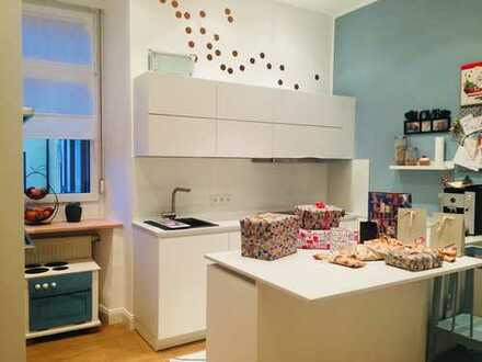 WG Zimmer mit Balkon/Hof/Einbauküche/Gemeinschaftsraum im Altbautraum sucht Studenten