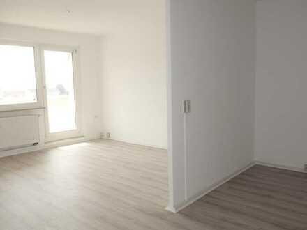 ** Mit dem Aufzug in eine renovierte 4 Raum Wohnung **