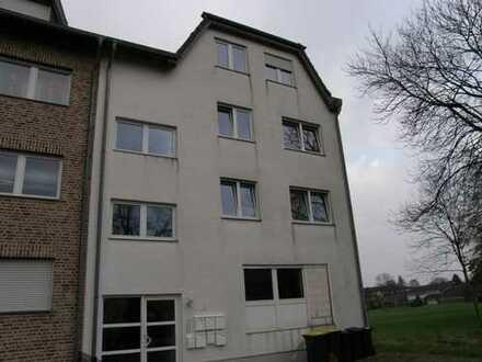 Große 3 Zimmer Wohnung mit geräumigem Balkon