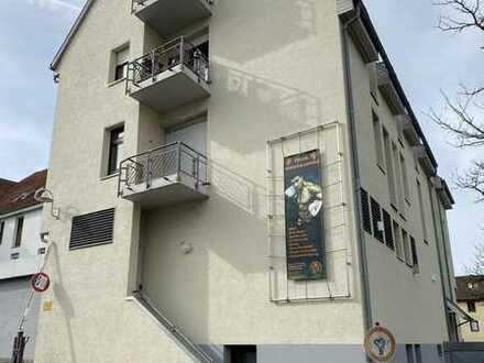 Gepflegte 1-Zimmer DG Wohnung mit Balkon, EBK und Garagenstellplatz in zentraler Lage von Nürtingen