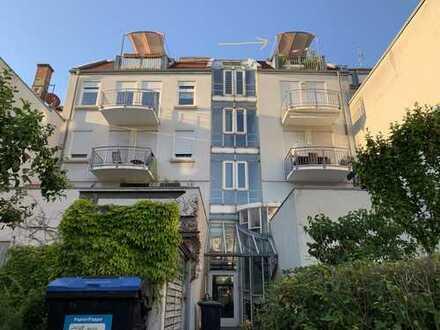 Schöne 2-Zimmer-Maisonettewohnung mit großer Dachterrasse