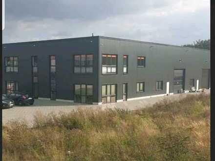 Lagerhalle, 7,5m hoch / teilbar + Aussenfläche (5min zur Autobahn)
