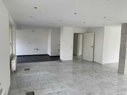 Vollständig renovierte, großzügige 3,5 Zimmer-Wohnung am Marktplatz