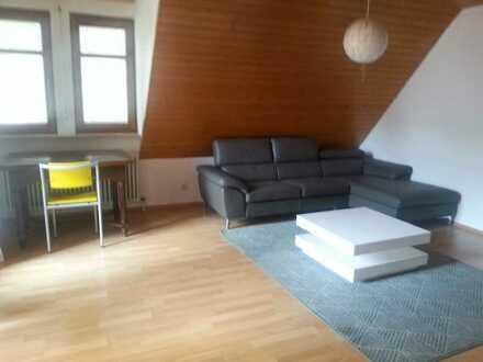 Stilvolle 2-Zimmer-DG-Wohnung mit Balkon und Einbauküche in Kusterdingen