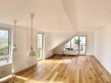 Anfragestopp! Wunderschöne, neuwertige 2-Zimmer-Dachgeschosswohnung mit Balkon & EBK in Bad Soden