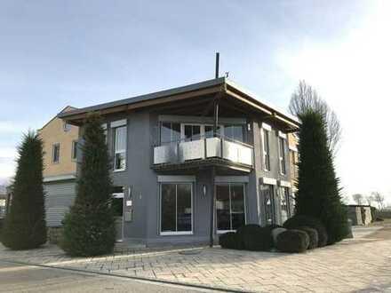 Exklusives Wohn- und Geschäftshaus in einem ruhigen Gewerbegebiet in Neutraubling!