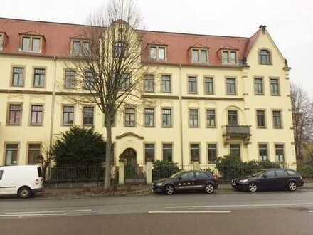 Super 2-Raum Wohnung mit Parkett, Einbauküche in Dresden Striesen