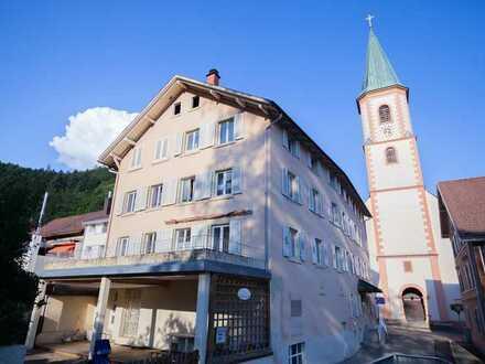 Sechs-Familienhaus mit Gewerbe und Grundstück in Zell/iW zu verkaufen