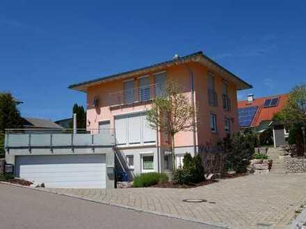 Tolles Einfamilienhaus mit EBK und Garten in Randlage