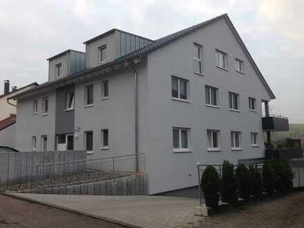 Neuwertige Wohnung mit drei Zimmern sowie Balkon und Einbauküche in Erlenbach
