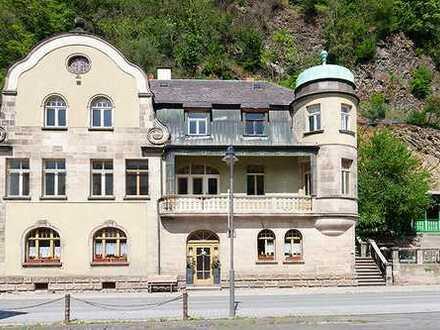 VILLA NEUPER in Bad Berneck: HERRSCHAFTLICH WOHNEN IN SANIERTEM DENKMAL