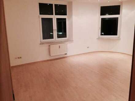 Ab sofort - 2-Zimmer-Wohnung, mit EBK, großes und helles Wohnzimmer, direkt am HofBad