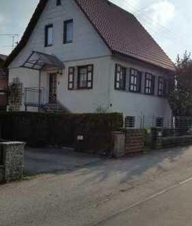 Schönes freistehendes Haus das Platz für 2 Familien bietet