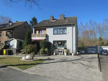 Zweifamilienhaus - Mehrgenerationenhaus mit Einliegerwohnung von Privat