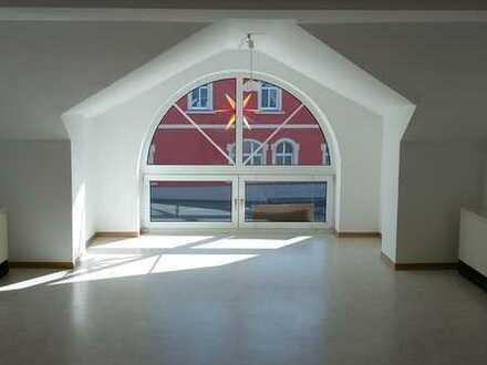 Geräumige 2,5-Raum Wohnung mit viel Tageslicht auf 84 m² zu vermieten
