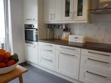Komfortable Etagenwohnung mit Loggia - 4 Zi, 121 qm