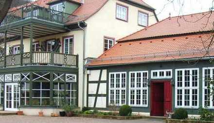 Vollständig renovierte 5-Zimmer-Wohnung mit Balkon und Einbauküche in repräsentativer Parkanlage