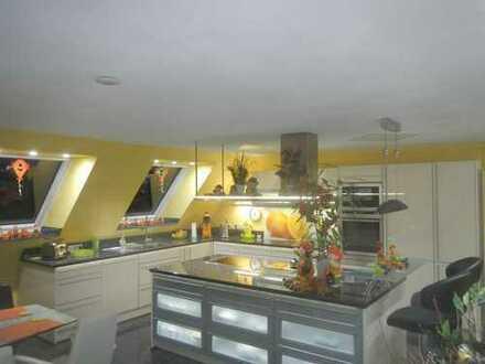 Modernisierte 4-Zimmer-DG-Wohnung mit Balkon und Einbauküche in Welzheim