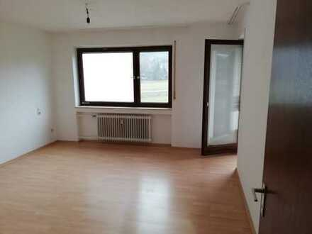 Attraktive 2,5-Zimmer-Hochparterre-Wohnung mit Balkon in Ostelsheim