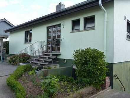 Tolles Einfamilienhaus mit Einliegerwohnung und Wintergarten.