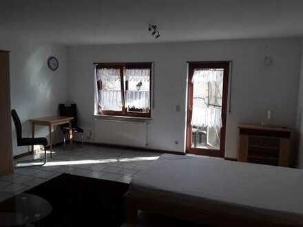 Gepflegte 1-Raum-Erdgeschosswohnung mit Balkon und Einbauküche in Singhofen