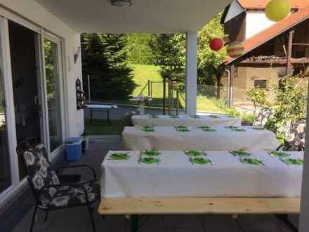 Exklusive, neuwertige 4-Zimmer-EG-Whg. m. Einbauküche, grosser Terrasse u. Gartenanteil in Nürtingen