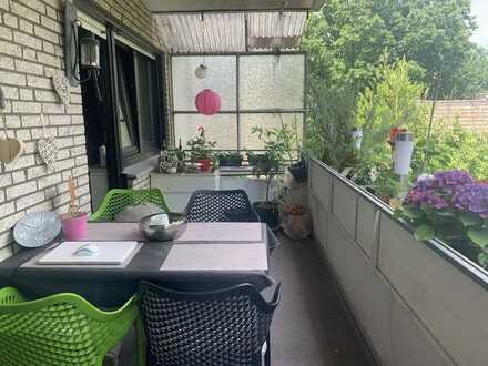Für Pärchen und WG! Provisionsfreie, geräumige 2-Zimmer-Wohnung mit Balkon und EBK