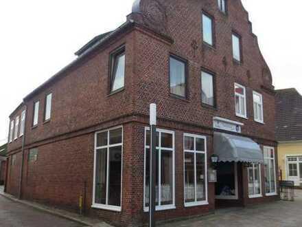 Repräsentatives Wohn- und Geschäftsgebäude in Fußgängerzone in 25704 Dithmarschen-Meldorf