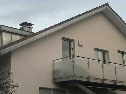 Modernisierte 2,5-Zimmer-DG-Wohnung mit Balkon in Walzbachtal