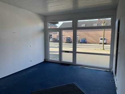 Kleines Büro mit vollverglaster Fassade im Zentrum von Amelsbüren