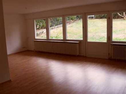 Großzügige und helle 3-Zimmer EG-Wohnung mit Terrasse