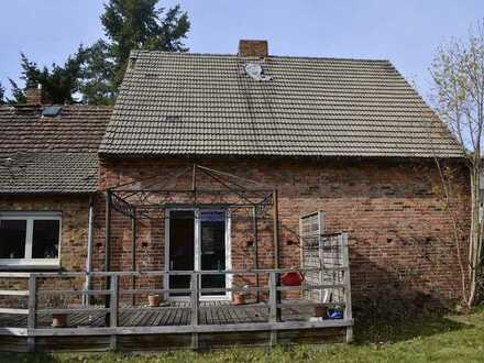 Einfamilienhaus mit massiver Scheune