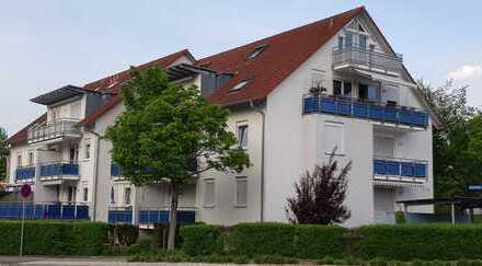 Gepflegte 2 Zimmer Eck-Erdgeschoßwohnung. Wohnung mit großem Balkon in guter Lage!