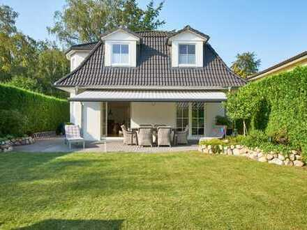 Landhausvilla in ruhiger Lage: gehobene Ausstattung, neuwertig