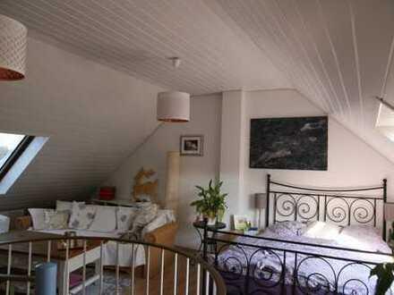 Gut geschnittene 4-Zimmer-Wohnung mit Sonnenbalkon in Schlebusch