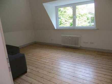 Wunderschöne, lichtdurchflutete Altbau-Vier-Zimmer Wohnung für 2 Personen