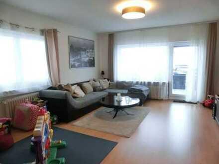 KPI-IMMOBILIEN - Schöne ruhige Etagenwohnung mit 3 Zimmern, großer Terrassenbalkon und EBK