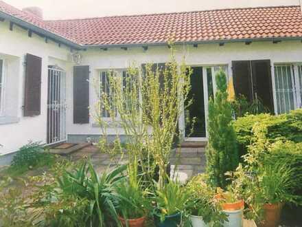 Eine idyllische Stadtoase für Gartenliebhaber