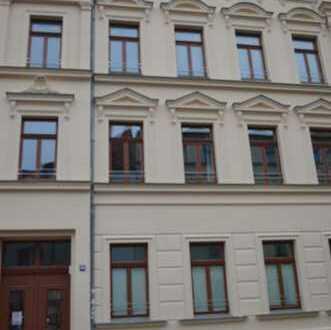 Sanierte Eigentumswohnung mit 142 m² und großem Süd-Balkon!