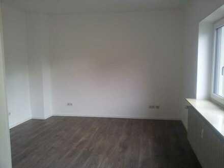 Zwei Zimmer (insgesamt 34qm) in komplett renovierter 2er WG
