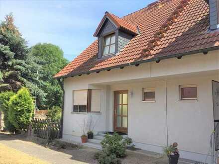 geräumige EFH-Doppelhaushälfte mit Garten/ Stellplätzen zu vermieten