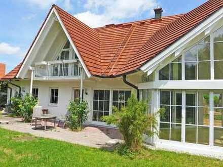 Ein Traum in Weiß! Schönes Landhaus mit ELW in Landsberg-Erpfting